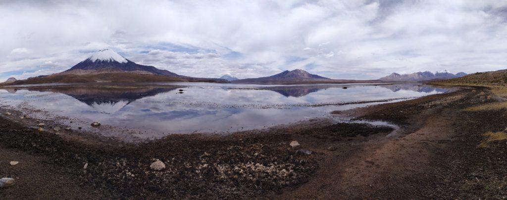 région de Panaricota, l'Extreme Nord chilien, face aux volcans enneigé