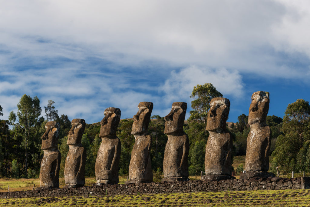 7 moai on the island of easter chile ahu akivi