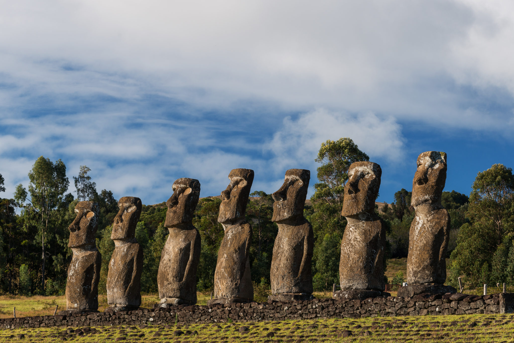 7 moai sur l'ile de paques chili ahu akivi