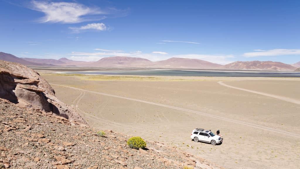 Voiture désert Laguna Lejia Atacama