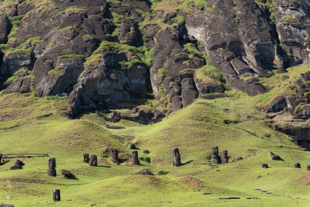 Rano raraku quarry moai easter island