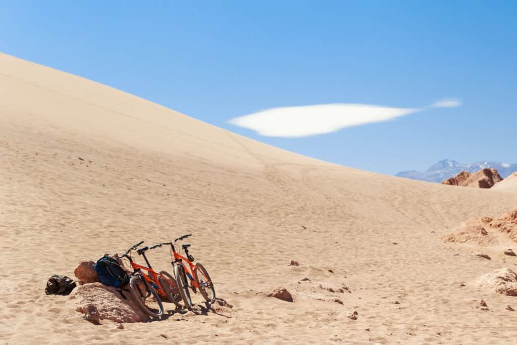 Vélo désert atacama vallée de la lune