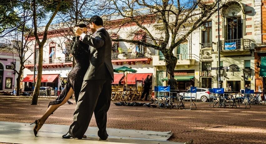 Couple dansant le tango à Buenos Aires, Argentine