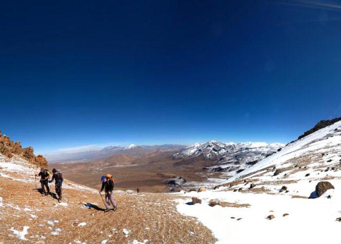 Des grimpeurs sur un des nombreux sommets d'Atacama