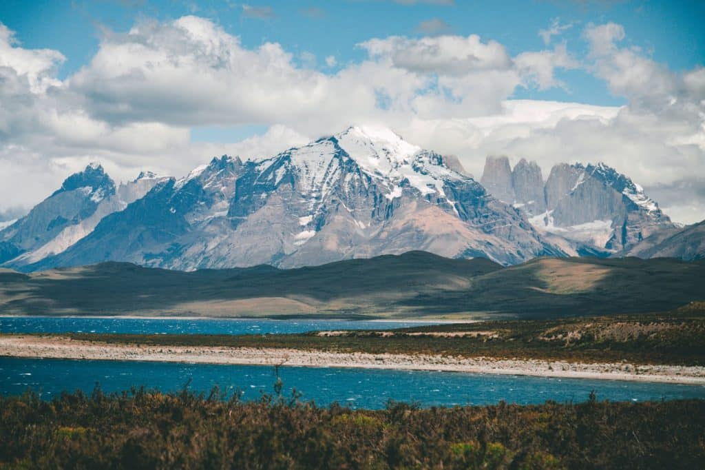 torres del paine patagonia chilie mountain lake