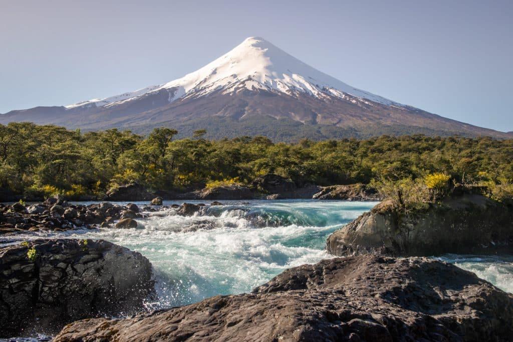 saltos de petrohue volcan riviere bleue chili puerto varas