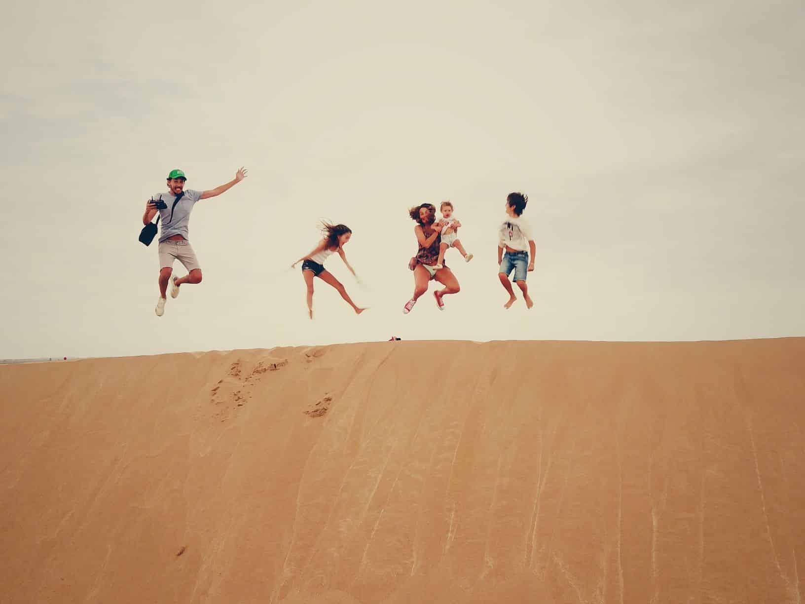 famille saut dune desert